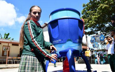 Consumidores de café en EE.UU. entregan agua potable a niños de 10 instituciones educativas rurales.